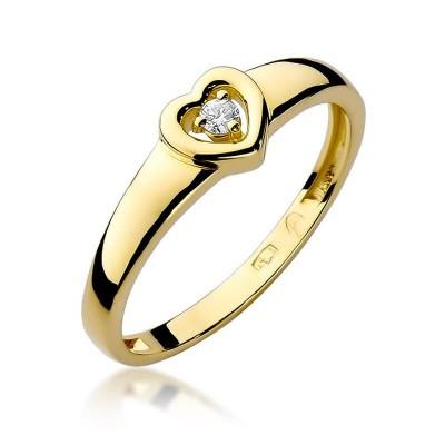 Pierścionek z brylantem w sercu złoty