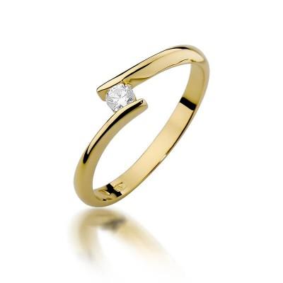 Czarujący złoty pierścionek z brylantem