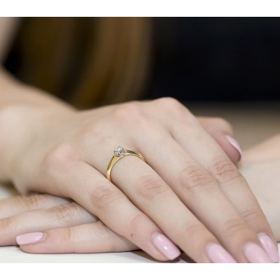 Pierścionek złoty z diamentem 0,10ct dla żony