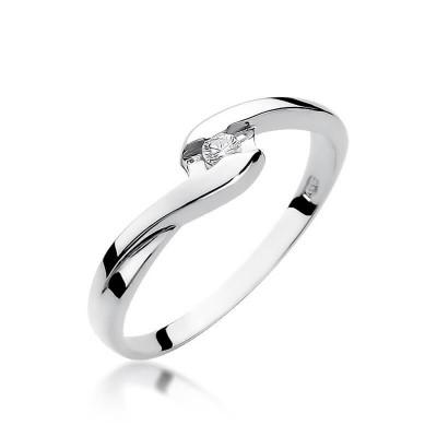 Pierścionek zaręczynowy wykonany z białego złota