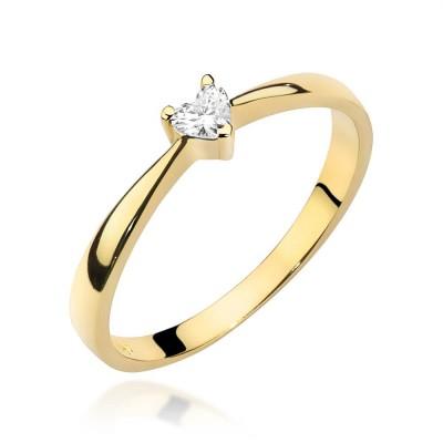 Serduszko z brylantem - pierścionek zaręczynowy