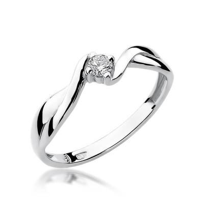 Pierścionek z diamentem