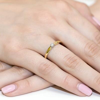 Piękny i wyjątkowy pierścionek zaręczynowy z brylantem