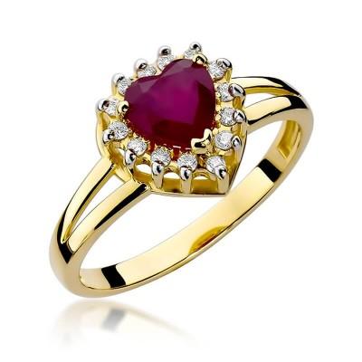 Pierścionek z dużym rubinem i brylantami w złocie żółtym