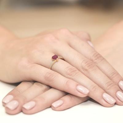Pierścionek z dużym rubinowym sercem dla żony